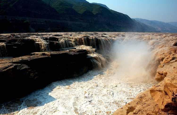 آبشار هوکو، آبشار زرد رنگ در چین