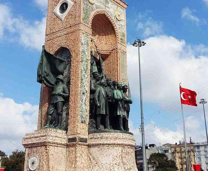 میدان تکسیم قلب شهر استانبول -ترکیه