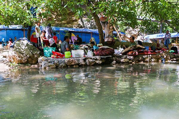 تصاویر ، گردشگرانی که در ییلاق مشهد کرونا را به بازی گرفته اند