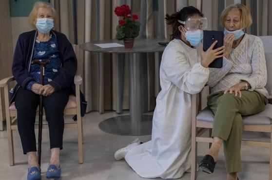 روایت عجیب از تزریق واکسن فایزر به اعضای یک خانه سالمندان در اسپانیا، همگی به کرونا مبتلاء شدند و 7 نفر مردند!