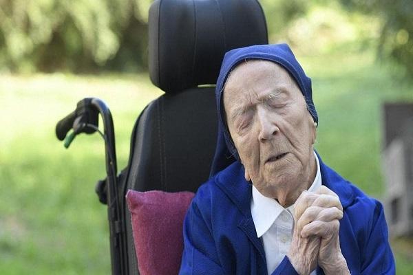 زن 116 ساله کرونا را شکست داد