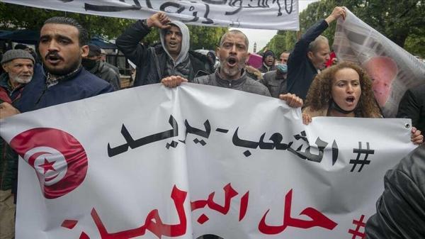 خبرنگاران مردم تونس در اعتراض به بحران سیاسی این کشور تظاهرات کردند