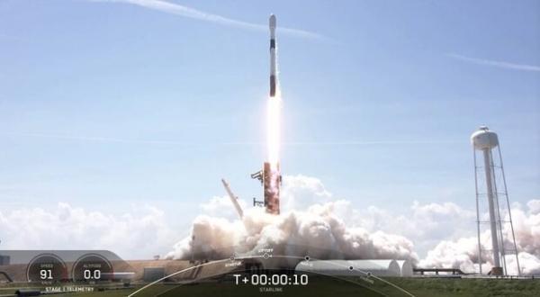60 ماهواره اینترنتی به مدار زمین رفتند