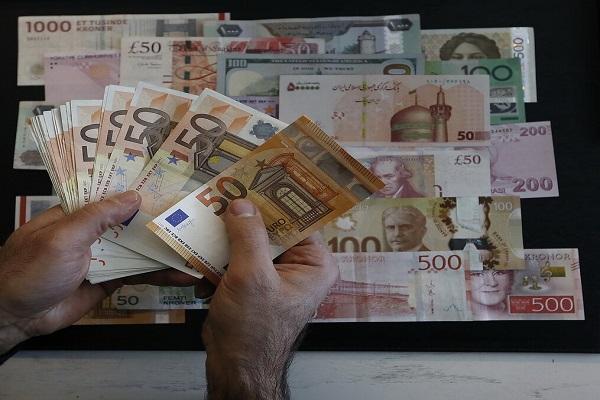 نرخ رسمی یورو و 20 ارز دیگر افزایش یافت